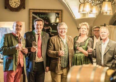 lageweinverkostung-2019-mit-freunden-wein-trinken